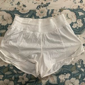 white lulu shorts. high rise